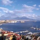 Emergenza rifiuti: li gettiamo nel Vesuvio o li stocchiamo in mezzo al mare?